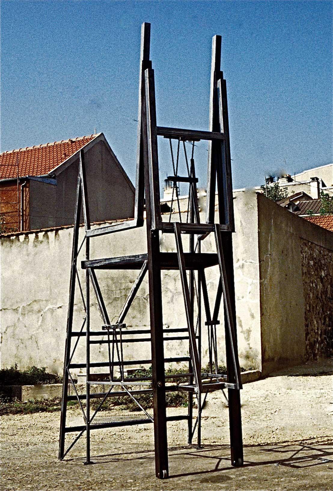 La-grande-chaise-1